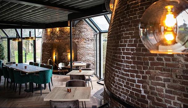 Projectvloer pvc visgraat in Villa Kalkovens in Meppel
